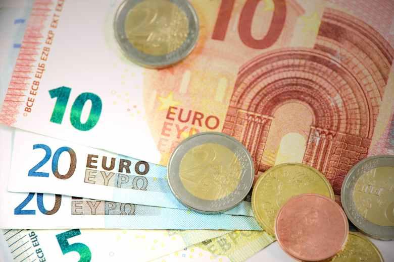 bank notes bills bronze cash